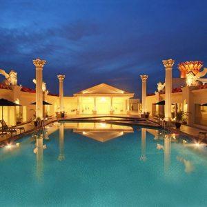 Harmoni One Hotel Batam Pool Area